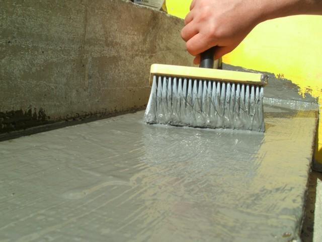 Izolit FLEX 1KJednokomponentni elastični hidroizolacioni premaz najnovije generacije proizvoda za hidroizolaciju betonskih površina, cememtnih košuljica sl. otporan na temperaturne promene