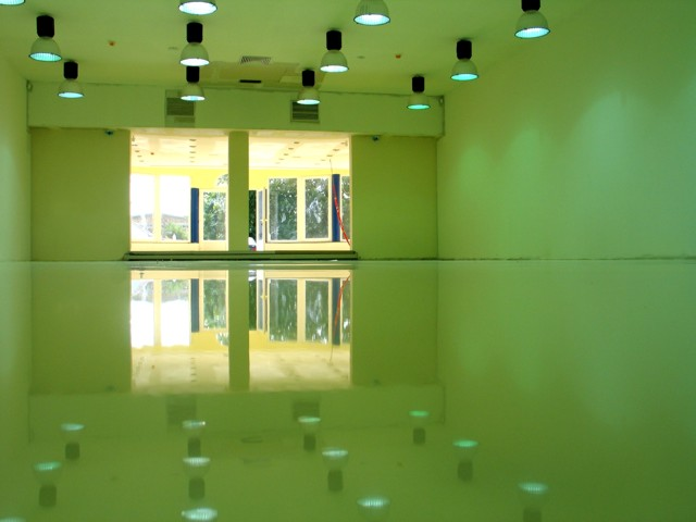 Epoxy podoviZavršni antihabajući sloj na podovima od betona i cementnih košuljica. Primenjuje se u industrijskim objektima, proizvodnim halama, magacinskim prostorima, prodajnim salonima, objektima prehrambene industrije, garažama...